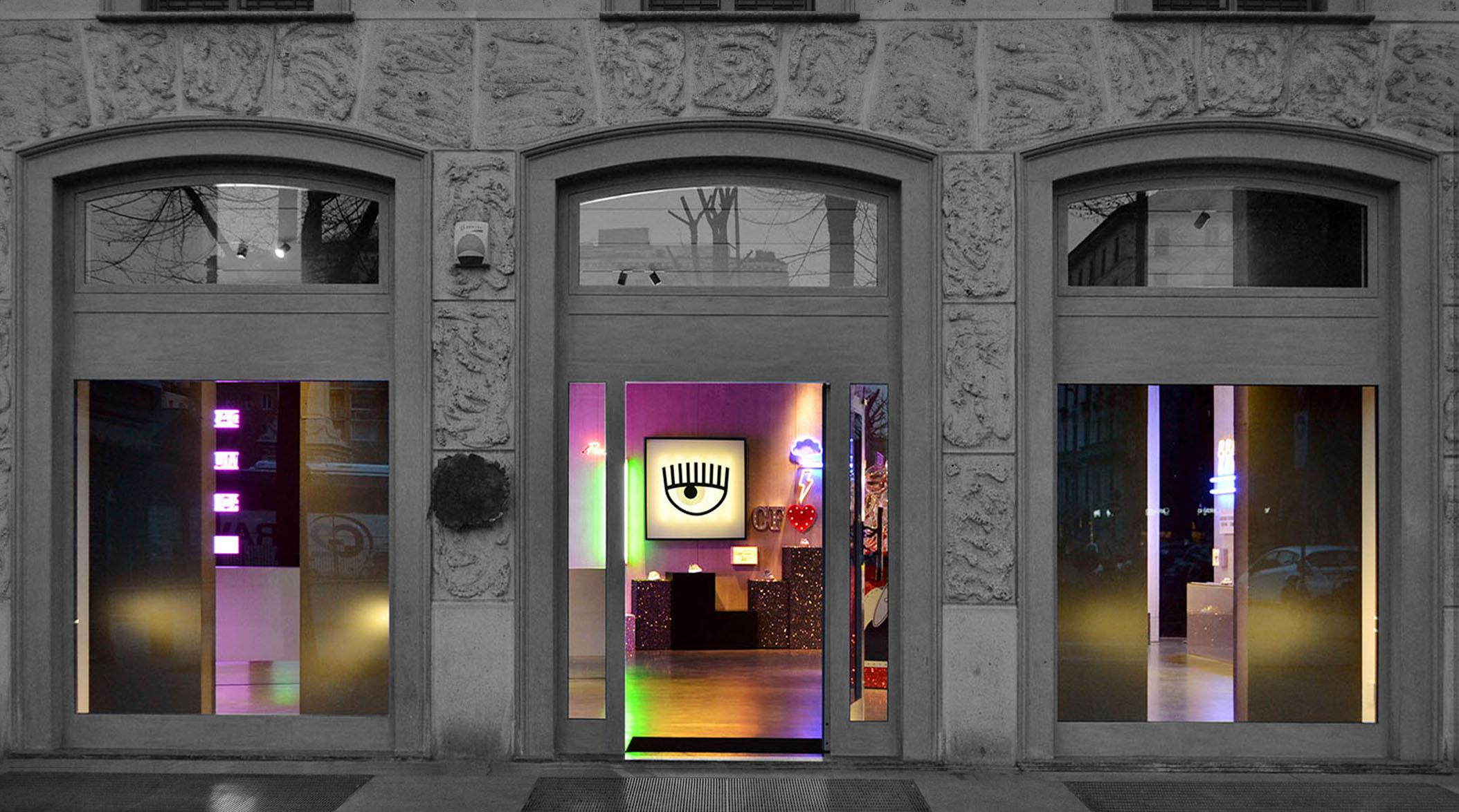 CHIARA FERRAGNI's new pop-up store [Milan]